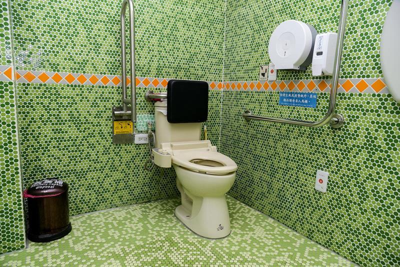二階の車いす対応トイレの内部