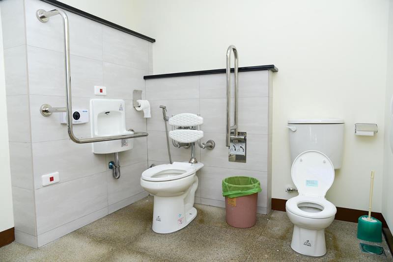 ユニセックストイレの内部