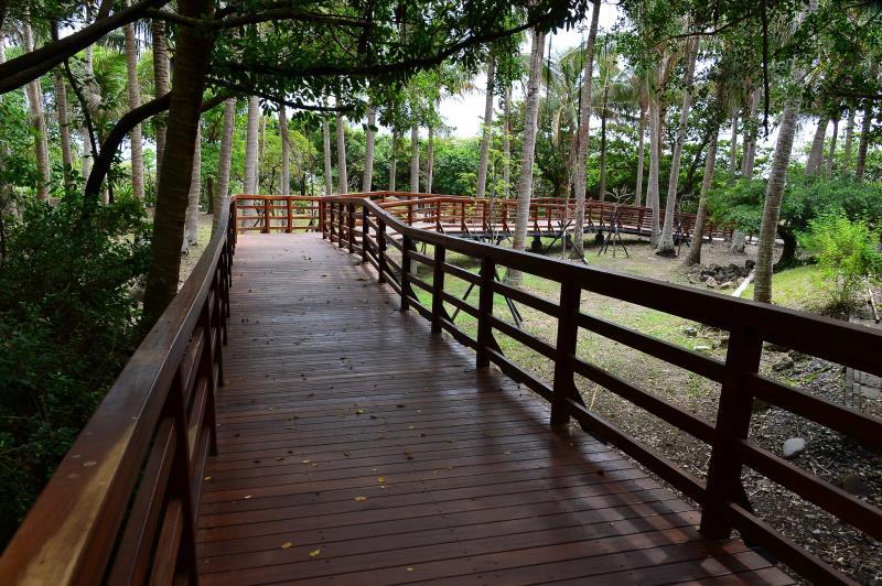 バリアフリーの遊歩道