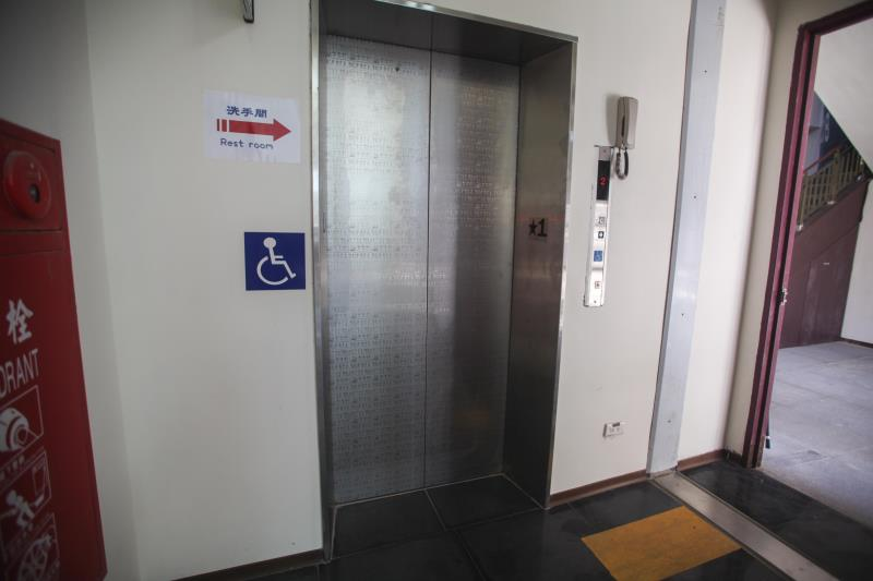 エレベーターの外観