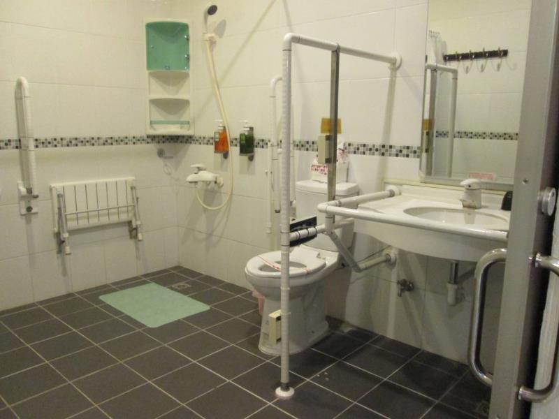 バリアフリー対応のトイレ
