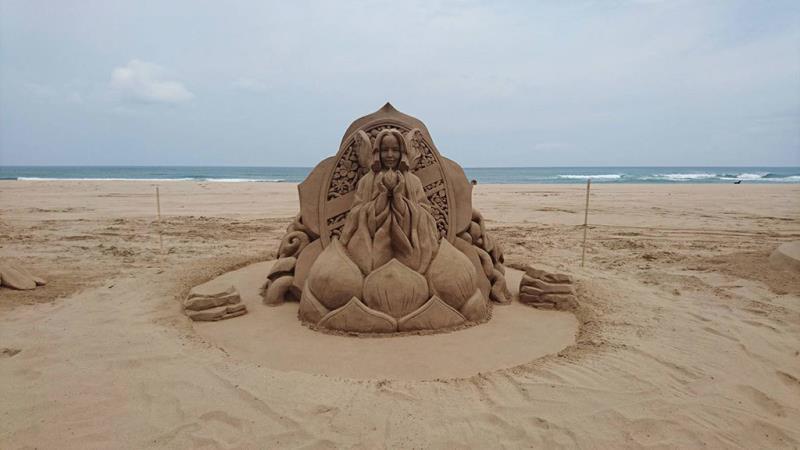 国際大会二位-日本人彫刻家の保坂俊彦「鏡の中の花園」