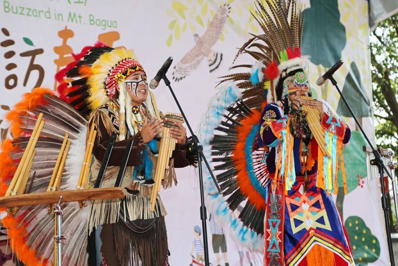 インディアン楽団-精彩なパフォーマンス