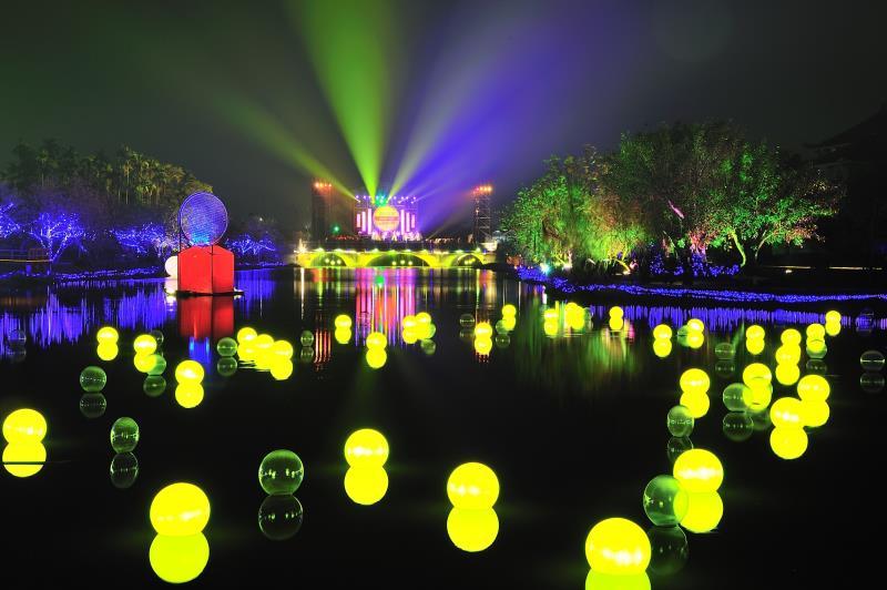 ランタンフェスティバルのほか、パフォーマンスや音楽会など精彩なイベントを開催。