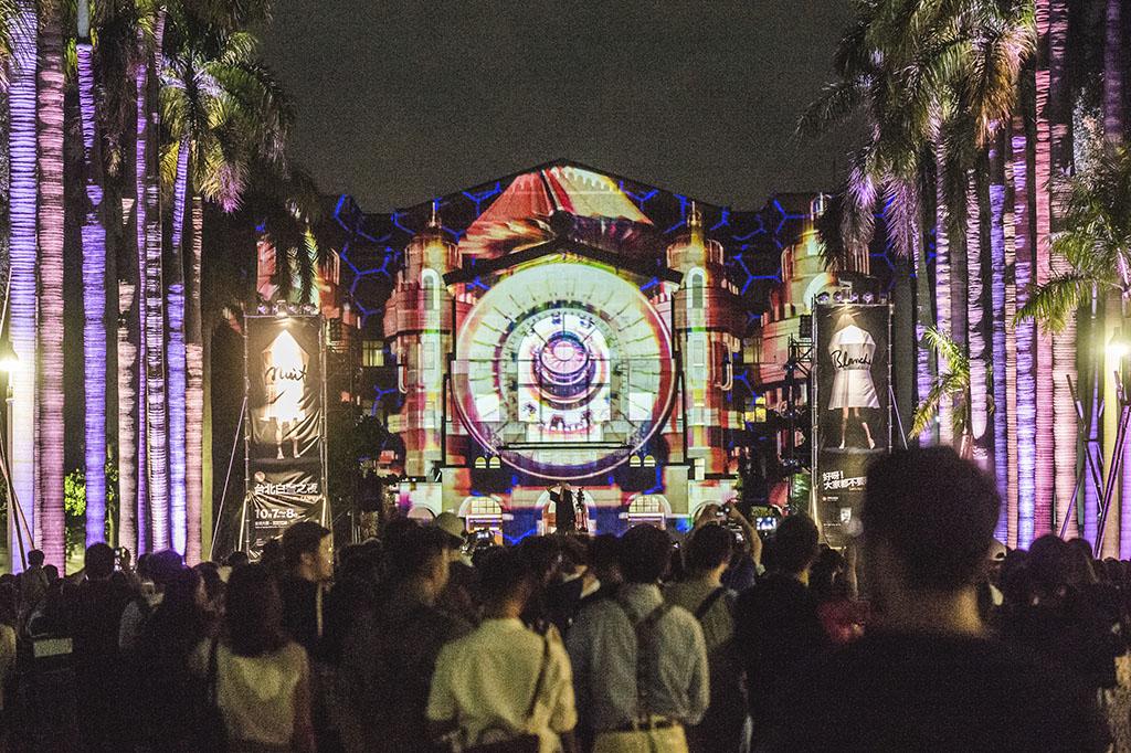 台湾大学の椰林大道(ダイオウヤシの並木道)  年度:2017  写真提供:台北市政府文化局