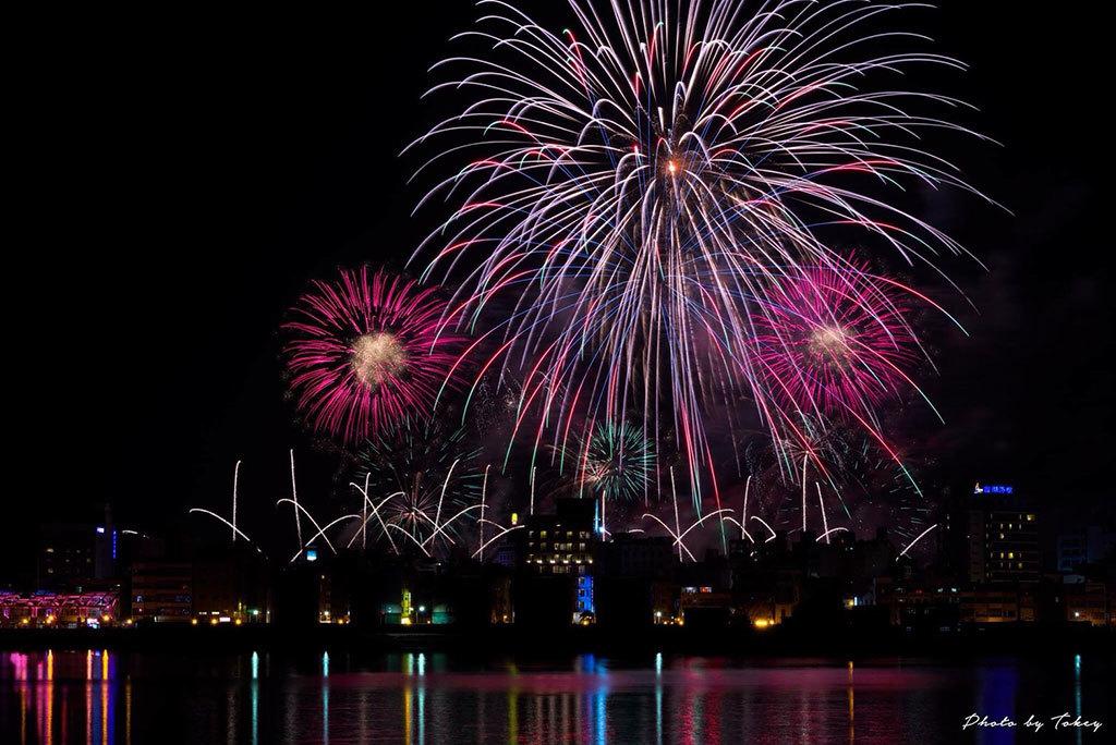 豪華絢爛な花火が澎湖の夜空を彩ります  年度:2018  撮影者:陳年鴻  写真提供:澎湖県政府