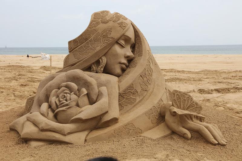 国際大会三位-中国人彫刻家の王杰「国色天香」