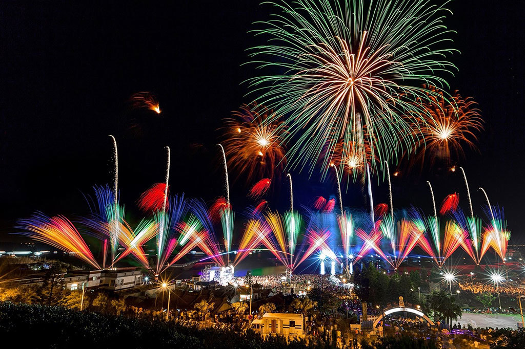 澎湖国際海上花火大会は澎湖における国際的な観光イベントです  年度:2018  撮影者:徐鴻恩  写真提供:澎湖県政府
