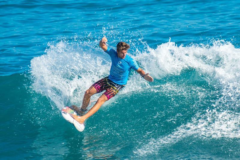 台湾国際サーフィン大会-選手Justin Becret(フランス)
