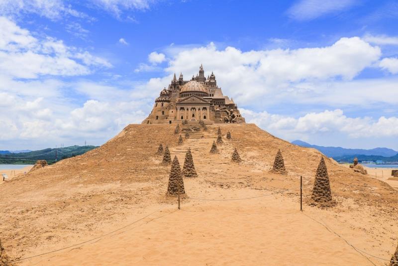 高さ13メートルの砂でできた城-歴年で最も高い