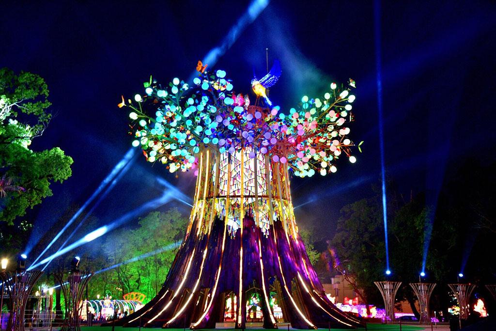 メインランタン《森生守護-光の樹(森の生き物を守るー光の樹)》  年度:2020  写真提供:交通部観光局